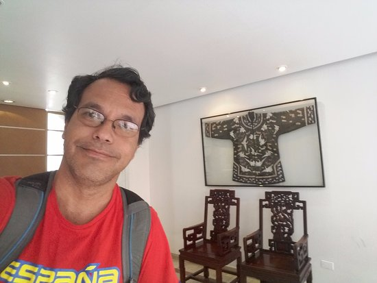 Hotel Suipacha Inn : The hall is very asian! :)
