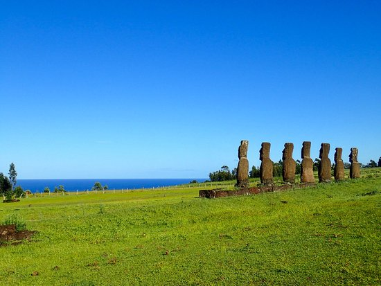explora Rapa Nui - All Inclusive: Excursions to thee seven Moai