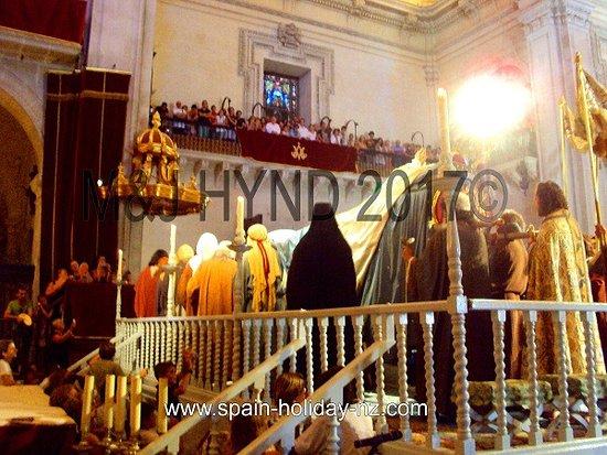 Misteri D'Elx: Re-enactment: Virgin Mary, cortege, in Basilica de Santa Maria