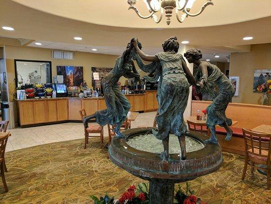 Pecos, TX: Statue in breakfast area