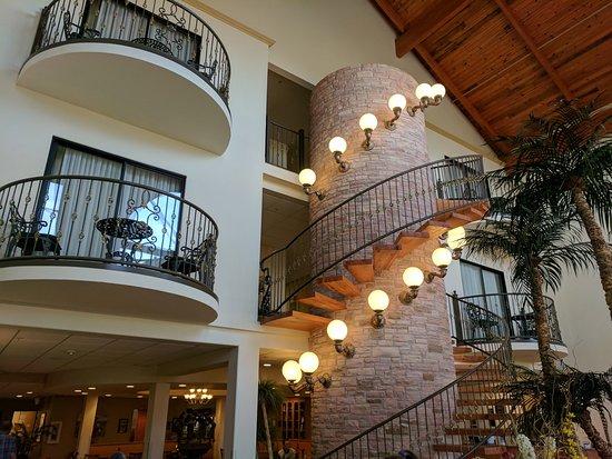 Pecos, TX: Lobby staircase
