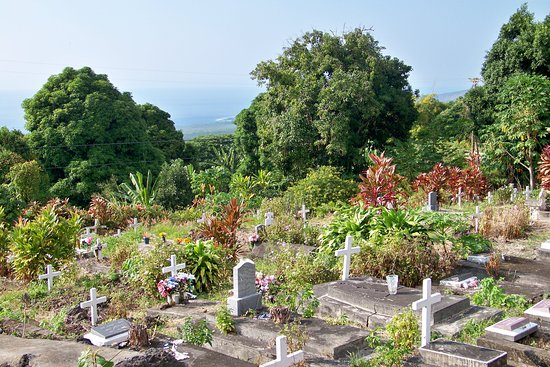 Honaunau, Havaí: The Painted Church cemetery.