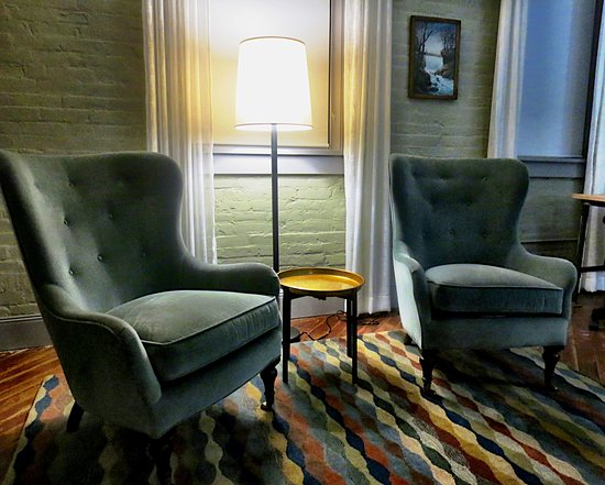 Pittsfield, MA: Comfortable sitting area in room
