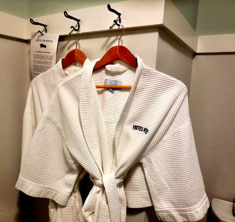 Pittsfield, MA: Bathrobes in every room