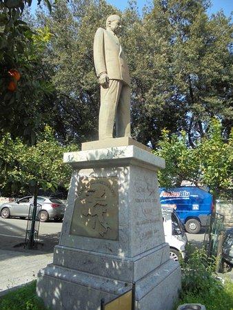 Statua di Gaetano Martino