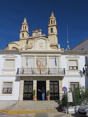 Olvera, Spain: Rathaus mit Ortskirche