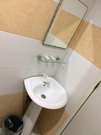 Robe S Bathroom Sink Mirror