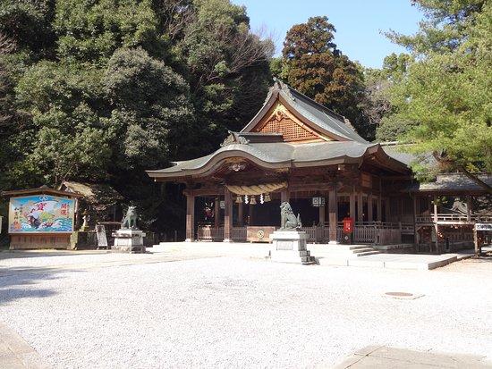 Warei Shrine: 石段を登り、たどりつく拝殿