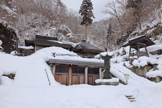 Risshaku-ji Temple: 大仏殿と奥の院