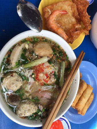 The Lunch Lady (Nguyen Thi Thanh): All of this for 2 pax costs