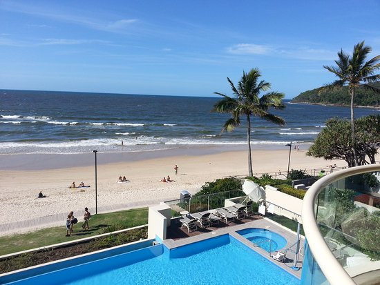 Tingirana Noosa: View of infinity pool and Noosa main beach from Unit 306