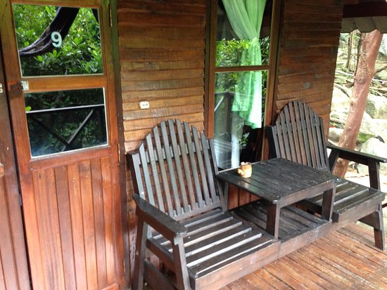 Bamboo Bungalows: Hut porch