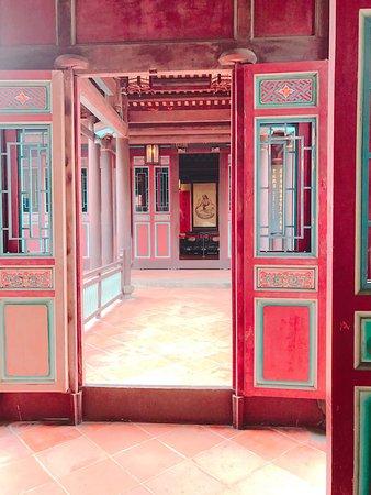 The Lin Family Mansion and Garden: 雖然有大半部分還在整修,但園內的環境清幽,還有導覽的志工做介紹,感覺是都市內ㄧ處悠閒寧靜的所在。