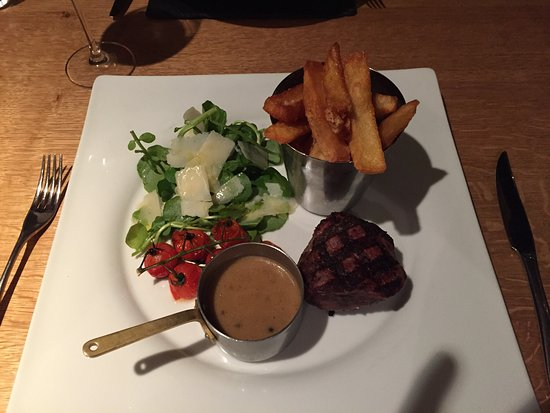 Ferrensby, UK: Over cooked dry tough steak and rock hard chips