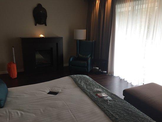 Luxe suite, badkamer met jacussi en inloopdouche - Picture of Hotel ...