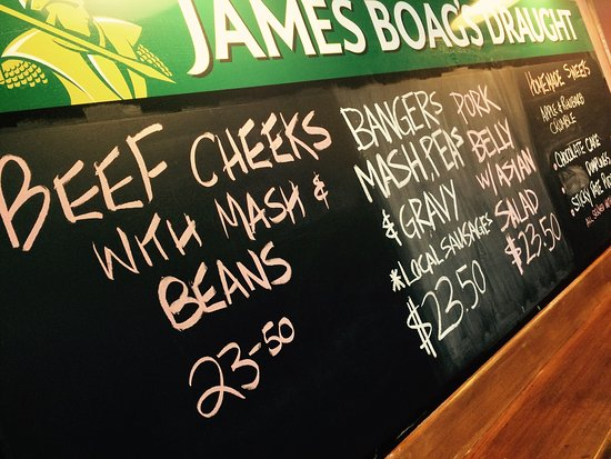 Cygnet Commercial Hotel : Delicious meals at Cygnet's Commercial Hotel