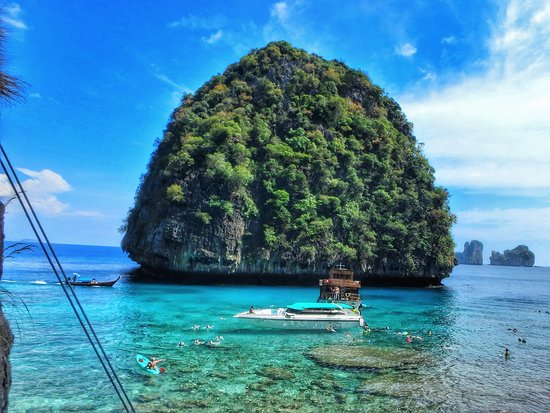Shipwrecked Phi Phi Island Tour