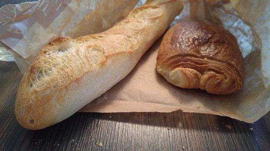 Connelles, France: les viennoiseries commandables le matin: très bonnes !
