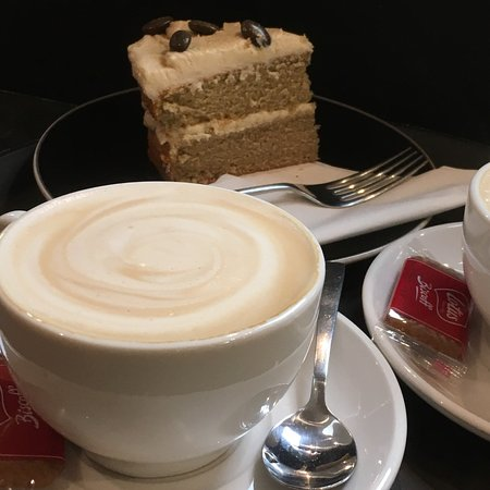 Литтерворт, UK: Coffee and cake