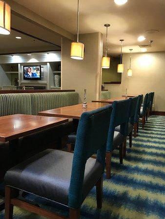 Holiday Inn Express & Suites Wilmington - University Center: Breakfast Area