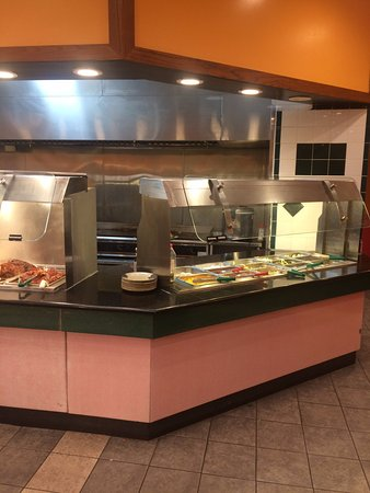 Highland, CA: Mongolian Grill Section (Sushi and Entree Station 1 to left)