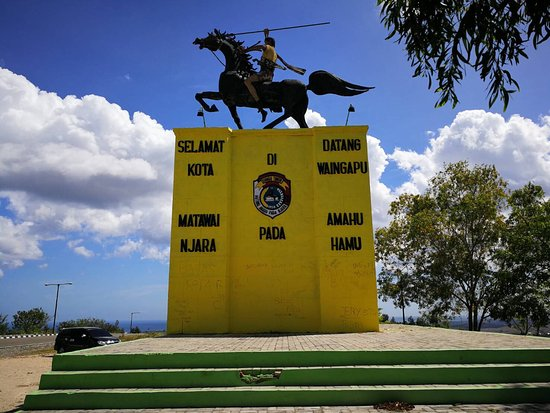 Km 8 Horse Statue