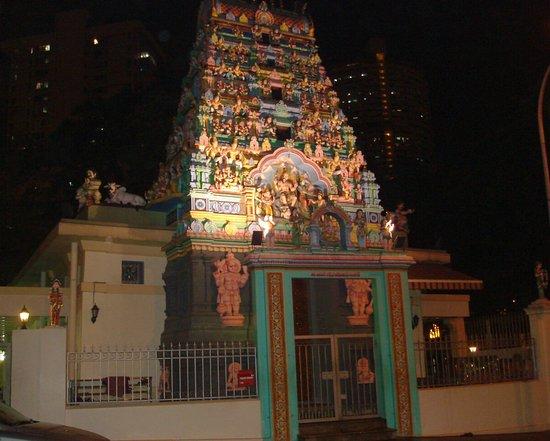 Hotel 1929: Gegenüber: Sri Layan Sithi Vinayagar Temple (Anbetungsgeräusche theoretisch ab 7 Uhr möglich)