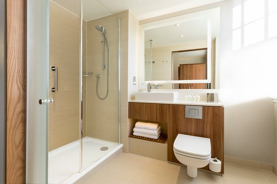 ensuite double shower bathroom picture of courtyard by marriott