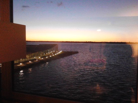Sheraton Erie Bayfront Hotel: The lake is sooooo gorgeous at night! Best lakefront hotel to stay in, in Erie, PA!