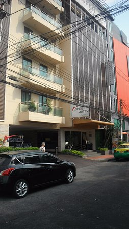 Aspen Suites Sukhumvit 2 by Compass Hospitality: View of hotel entrance