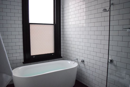 The Franklin Boutique Hotel: This bath was as good as it looks!