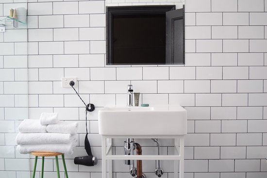 The Franklin Boutique Hotel: Immaculately clean and beautifully presented bathroom at The Franklin