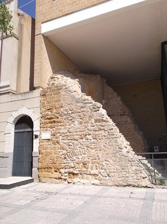 Menfi, Italien: I resti della torre del castello