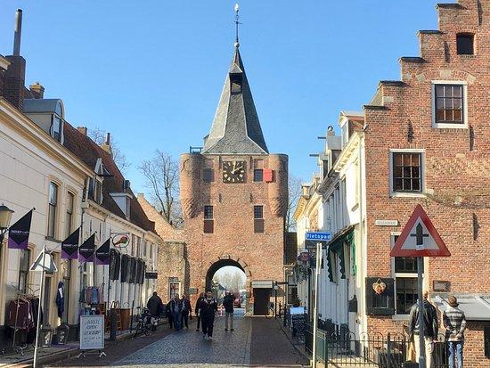 Elburg, de Vischpoort, toegang tot de vesting - Foto van ...