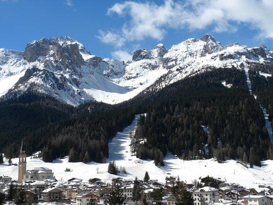Padola, Italy: La chiesa in mezzo al paese
