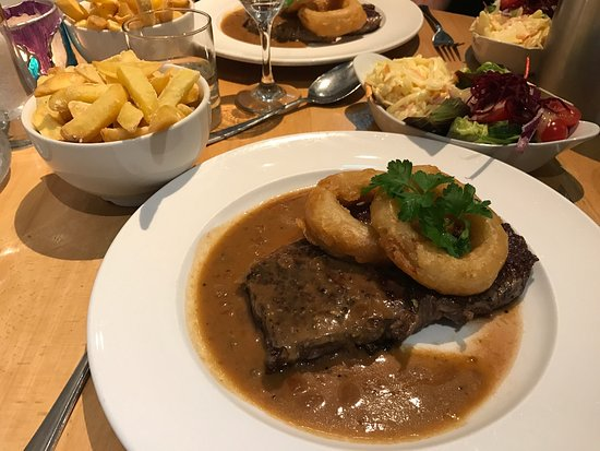 The Harbour Inn: Friday lunch fish and chips  Saturday night dinner - tomato and roasted onion soup , muscles , r