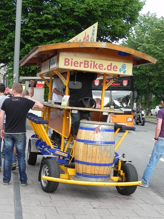 St. Pauli: Beer Bike