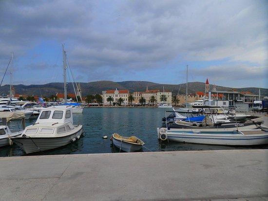 Weltkulturerbestätte Trogir: vue de l'autre rive