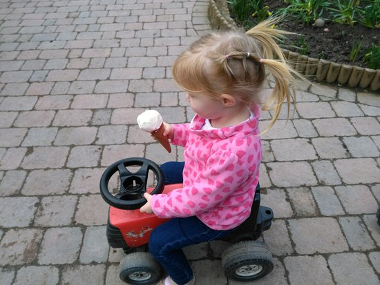 Worcestershire, UK: Ice Cream & Free Tractors
