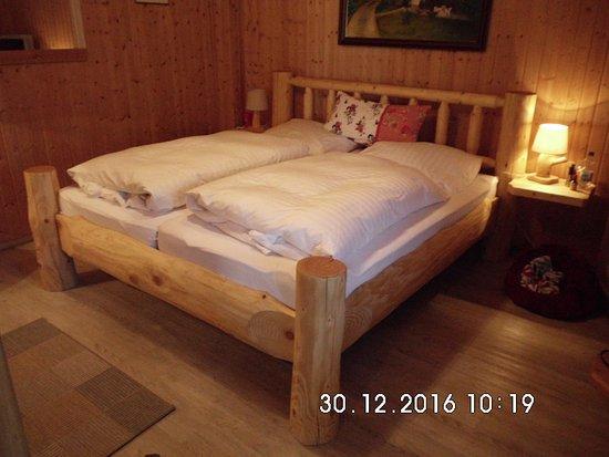 Thale, Deutschland: handgezimmerte bequeme Betten