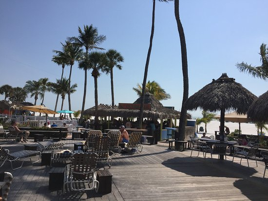 Outrigger Beach Resort: The large deck and Tiki Bar beyond.