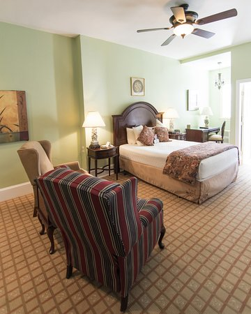 La Reserve Center City Bed and Breakfast Image