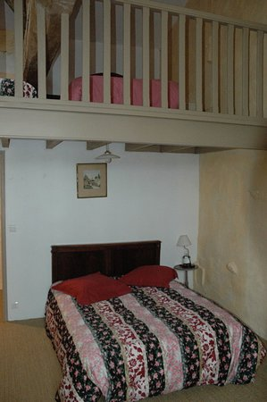 chambre avec mezzanine - Picture of Le Domaine Du Gerzeau, Cravans ...