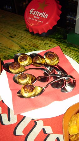 El Pic Spanish Tapas Bar: Never seemed mushrooms served this way before!