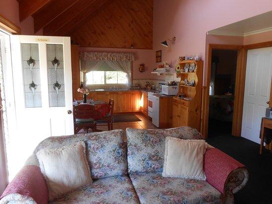 Rosebank Cottage Collection: Kitchen/dining room
