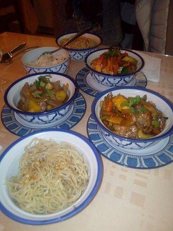 Kim: canard ananas, boeuf saté, crevettes curry