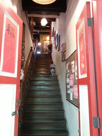Tea Chapter: Eingangstreppe, oben gibt man seine Schuhe ab.