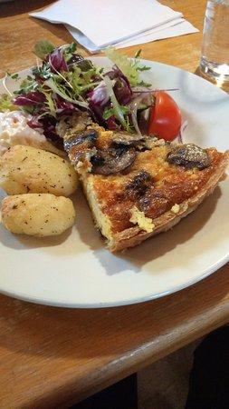 Evanton, UK: Mushroom quiche...