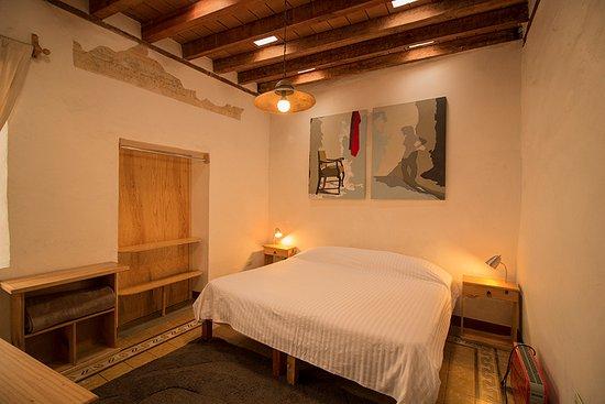 Meson Cuevano: Habitación con cama King.