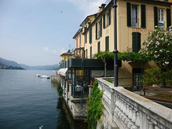 Carate Urio, Italie : Vue générale de l'hôtel et de la salle de restaurant